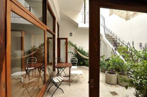 Reciclaje de un ph ubicado en el barrio de Palermo. PH con decoración sobria y elegante que destaca los elementos arquitectónicos originales de la construcción
