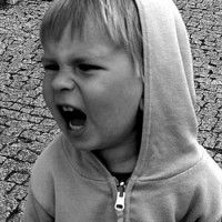 Experta indica los 5 errores más graves que cometen los padres de hoy
