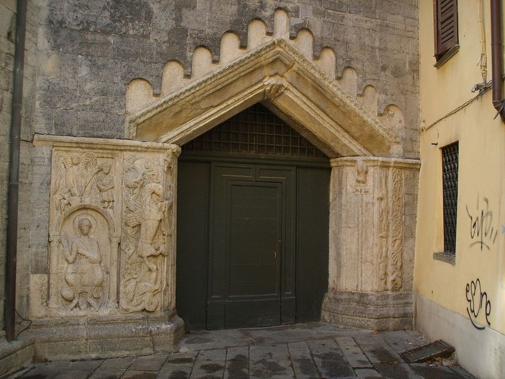 """Portal at back of the church, dating from the eleventh and twelfth centuries, also called portal of the dragon with medieval bas-relief. According to the most common hypothesis is represented prophet Habakkuk with baskets of food he brought for St. Daniel, and below it is a carved relief of Romanesque depicting """"Daniel on the throne in the lions'"""