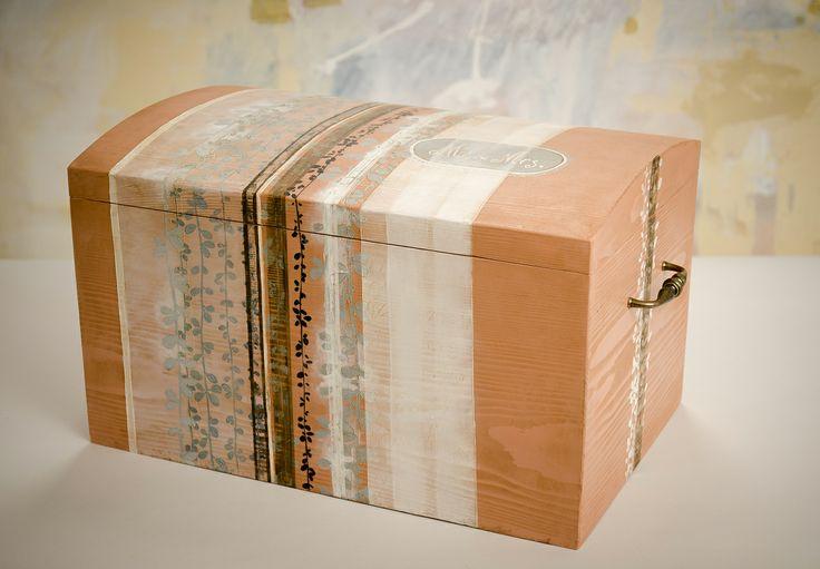 """Cufar din lemn pictat manual pentru el & ea  """"Mr&Mrs""""  49/29/27 cm"""