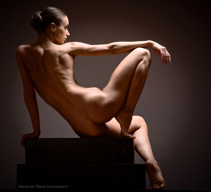 Figure drawing pose reference - sitting