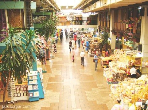 The opening hours of the Central Market: daily 10.00am - 10.00pm. Kuala Lumpar, Malaysia