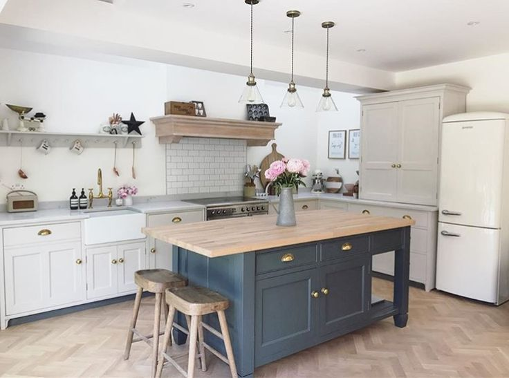 Our solid oak Bumble bar stools look right at home in Rebecca's new kitchen. How gorgeous is that blue island?! #stool #oak #kitchen #homedecor #seating #home #LoafersHomes #furniture #kitchenisland