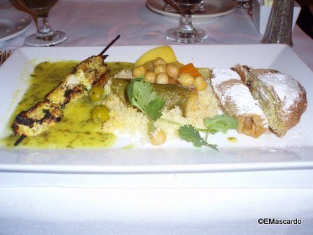 Best Disney World Restaurants When You Don't Have A Reservation!via @DisneyFoodBlog  #wdw #food