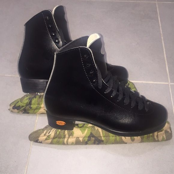 Riedell Ice Skates Riedell ice skates in size 5. Never used. Skates come with camouflage blade covers! NWOT Riedell Shoes