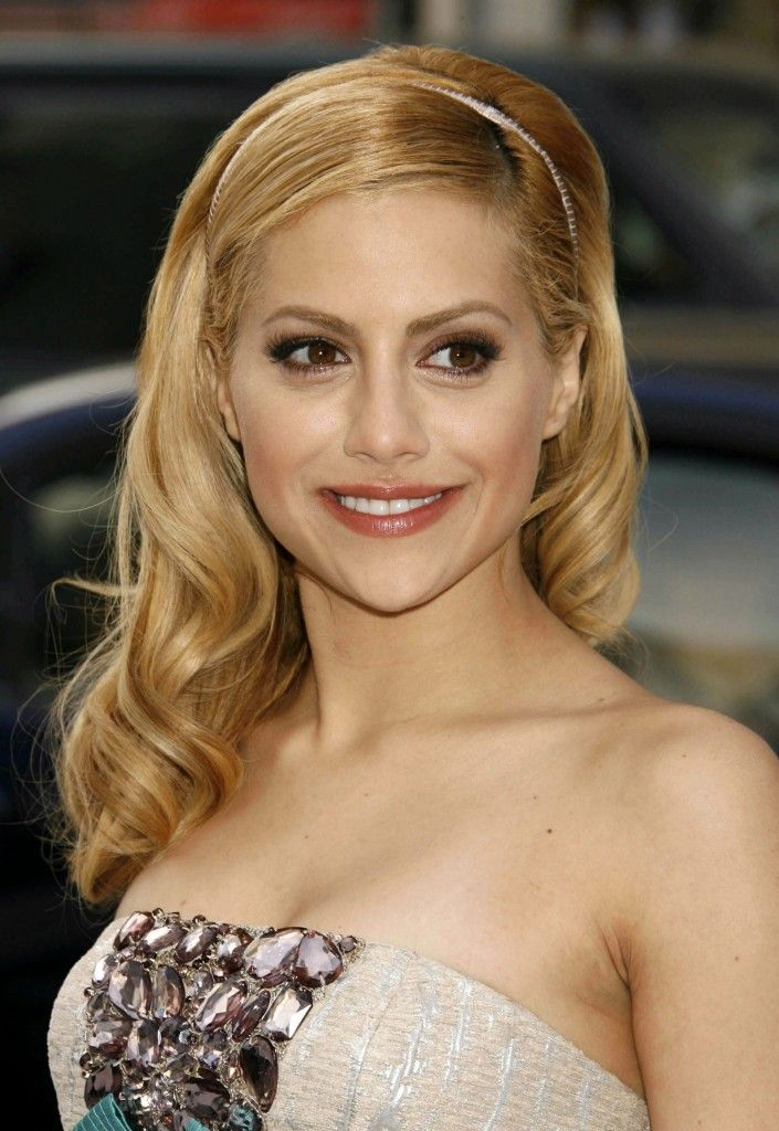 Brittany Murphy's headband hairstyle