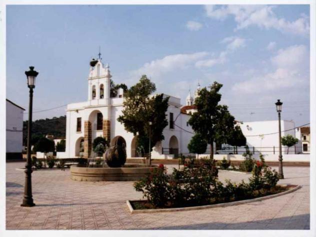 En Burguillos del Cerro, junto a la Ermita del Santo Cristo hay una Bola del Mundo.