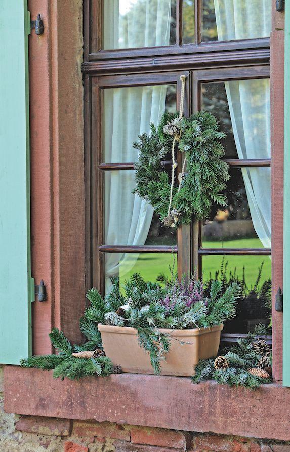 Couronne et jardinière en #sapin !  #couronne #sapin #fenetre #suspension #branchage #deco #noel #exterieur #branche #jardiniere