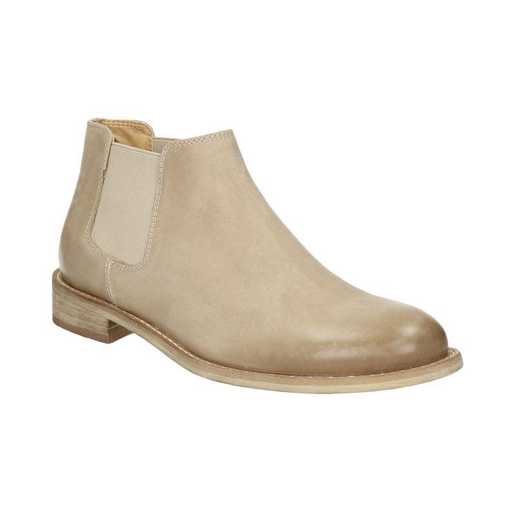 Kožené kotníkové kozačky ve stylu Chelsea Boots mají pružné boky pro snadné obouvání a uvnitř koženou podšívku. Skvěle se hodí pro jarní období a kombinovat je můžete s úzkými džínami nebo s kalhotami ve zkrácené délce nad kotníky.