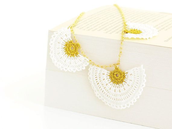 Boho Chic Bridal Necklace Crochet Lace in White by PinaraDesign