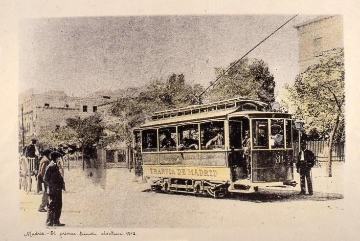 Primer tranvía eléctrico de Madrid (España), en 1898.