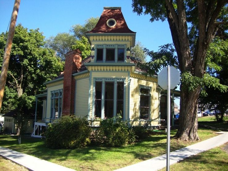 346 best victorian queen anne homes images on pinterest for One story queen anne