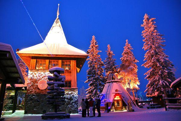 フィンランド北部のラップランド、ラッピ州ロヴァ二エミにはサンタクロースが実際に住んでいる「サンタクロース村」があります。 廃れきったあなたの心をきっとサンタさんがやさしく包んでくれるでしょう。