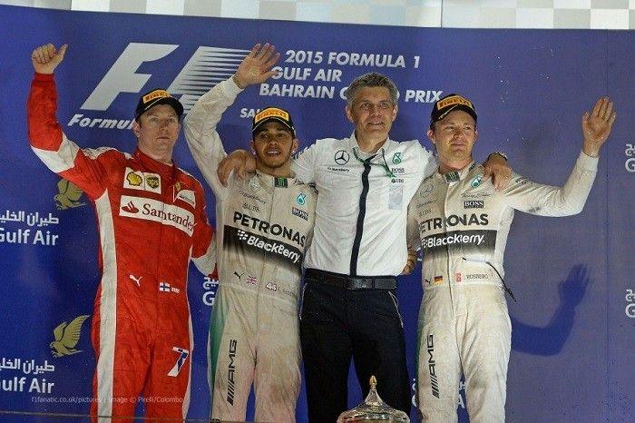 F1 Pódio GP do Bahrein 2015 As chances de vermos em breve disputas apertadas na Fórmula-1 estão mais nas mãos da Ferrari do que nas de Rosberg. No momento eu vejo o alemão totalmente dominado. Não bastasse o Hamilton ser um piloto mais talentoso, é também quem tem mostrado mais gana de vencer, em contraste com o abatimento de Rosberg, quase sempre com cara de derrotado. Do outro lado da balança a gente vê um Vettel, que já venceu um GP e esteve outras duas vezes no pódio e um Raikkonen…