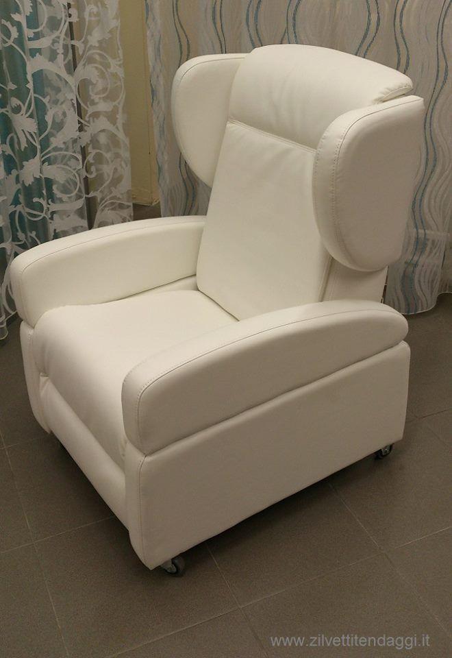 Poltrona elettrica reclinabile a 4 motori per anziani e disabili in offerta su http://www.zilvettitendaggi.it/offertepoltrone.html