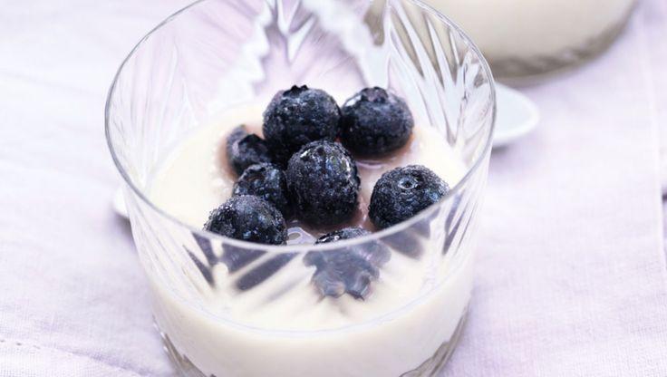 Panna cotta med råsyltede blåbær