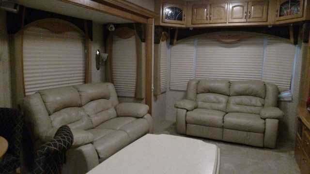 2007 Used Teton Experience Frontier Fifth Wheel in Montana MT.Recreational Vehicle, rv, 2007 Teton Experience Frontier , 2007 Teton Experience 39' Frontier Fifth Wheel with 3 Side outs in 1 floor plan. Leather love seat and couch. 4 Black and Tan Dining Room Chairs with round table. King Bed in Front with Closet slide, wardrobe, dresser. Always garaged when not in use. $59,000.00