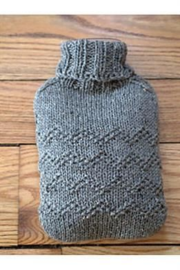 FREE PATTERN from Plymouth! An adorable turtleneck cozy for your hot water bottle! Knit with a simple ric-rac pattern and ribbed neck in a classic tweed yarn. 1 skein and size 8 needles. @Plymo