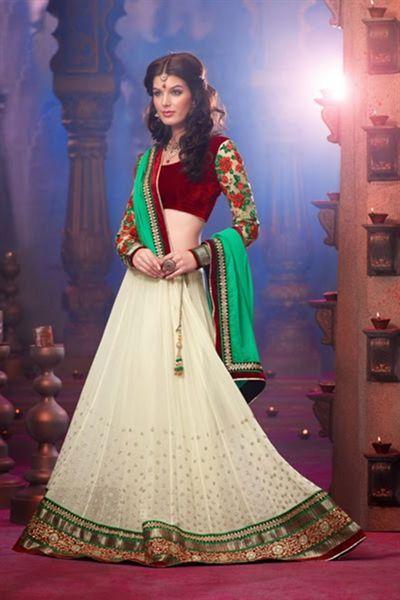 Traditional Gujarati bridal colours. Simple and elegant