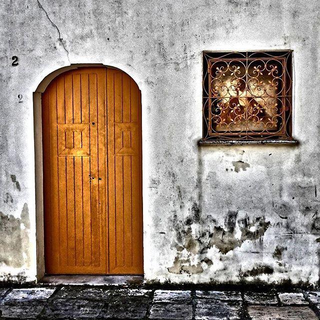 Tanti santi e troppe porte chiuse -  Caro Diario - #noascriptum_carodiario_ #carodiario #iomicito #poesia #frasi #pensierieparole #riflessioni #aforismi #arte #anime #anima #poeta #poesiaitaliana #mente #cuore #portechiuse #door #street #strade #puglia #salento #camminando #italianlanguage #italianpoetry #italian #italianbeing #livingmyboheme #instagram #instaquotes