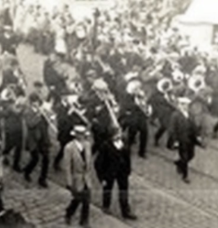 1 The Radcliffe Band was formed in 1913 and their first engagement was at a Whit Friday walk in 1914 with the Band wearing straw hats and waistcoats. The Band took on the name of Radcliffe Prize Band, changing to Radcliffe Borough Band in 1935 when Radcliffe Urban District became Radcliffe Borough. In 1937, the Band had their finest hour, when it won first prize at Alexandra Palace,London, beating 31 other bands to the supreme award under the baton of Wilfred Riley,