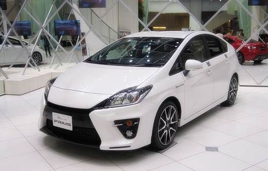 2016 Toyota Prius Design and Performances-  2016 Toyota Prius is accompanying a ton of progressions contrasted with its ancestor. Close to this, it brings numerous new difficulties for the contender's half and halves