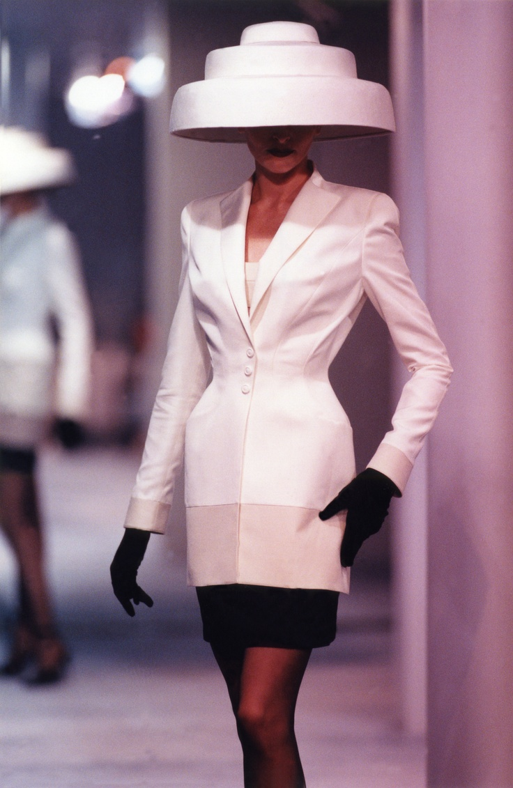 1000 images about designer thierry mugler on pinterest for Thierry mugler a travers le miroir