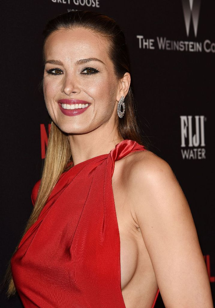 Petra Nemcova stuns at the Weinstein Company And Netflix Golden Globes After Party in Los Angeles. #celebrity #redcarpet #goldenglobes #2017goldenglobes #glamorous #fabfashionfix #petranemcova