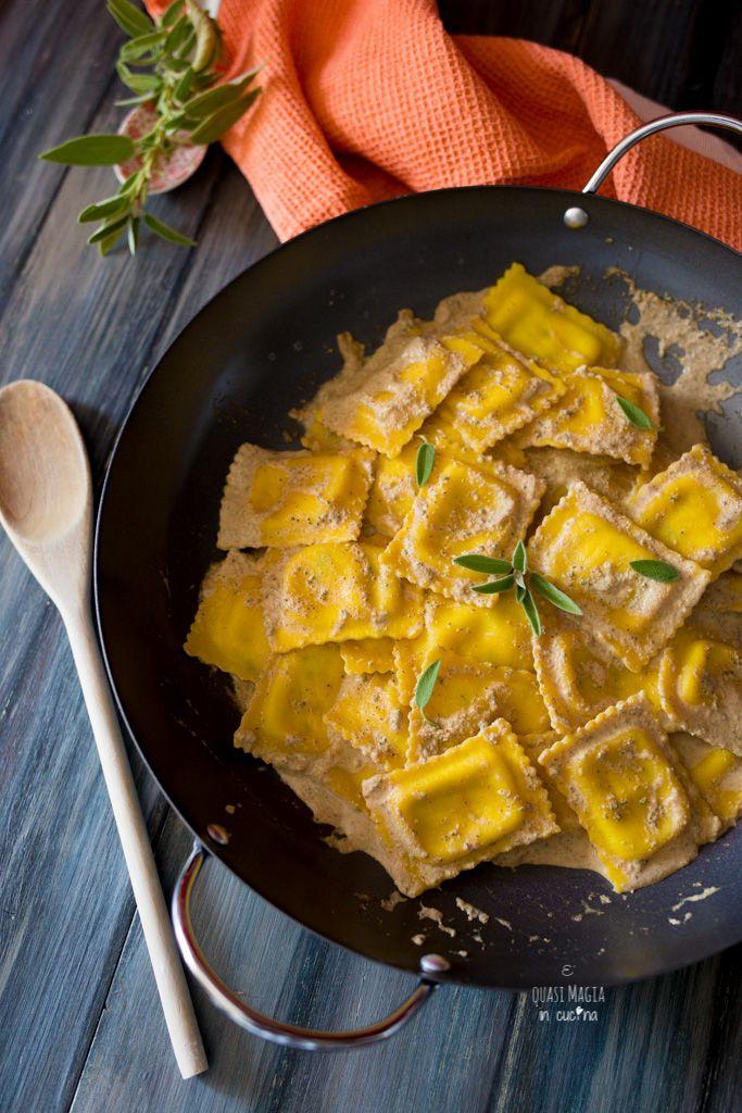 ravioli in salsa di noci e salvia
