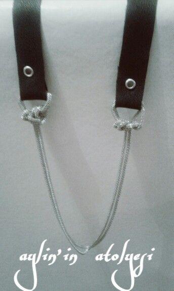 Siyah şerit deri ile düğüm zincirli kolye