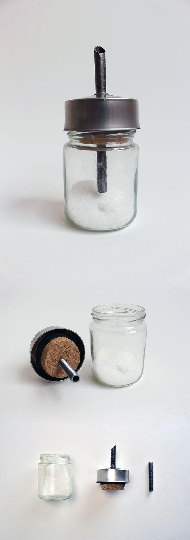 Zuccheriera. Filtro moka + Tappo mostarda + vite + barattolo. Il pezzo superiore si adatta a qualunque tipo di barattolo in modo da avere zuccheriere di diverse dimensioni.