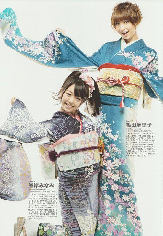 AKB48 members Minami Minegishi and Mariko Shinoda in kimono.