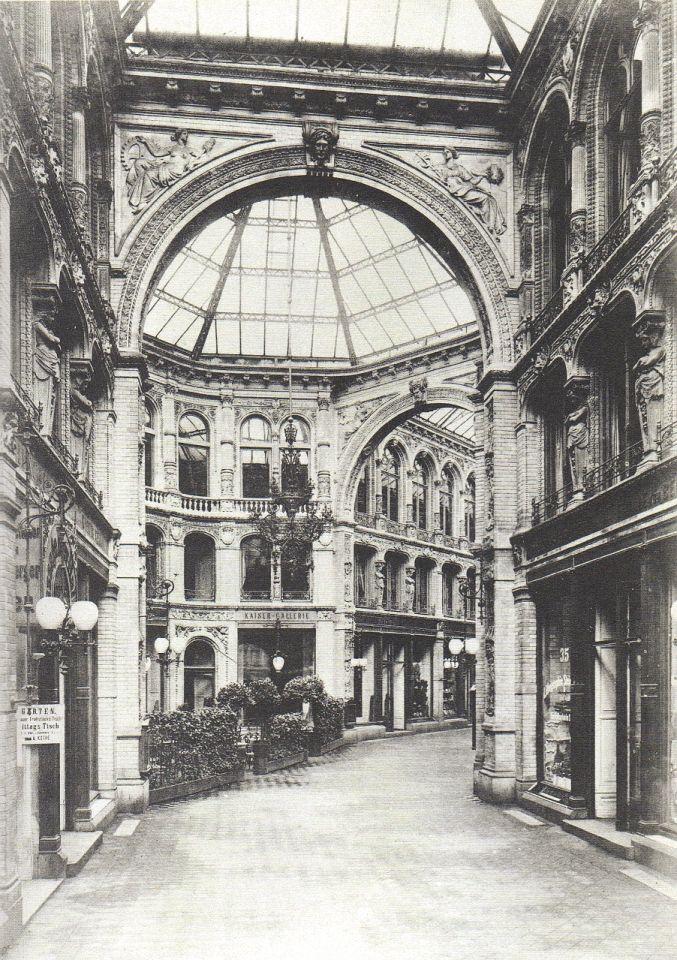 Berlin, Innenraum der Passage der Kaisergalerie II 1900.