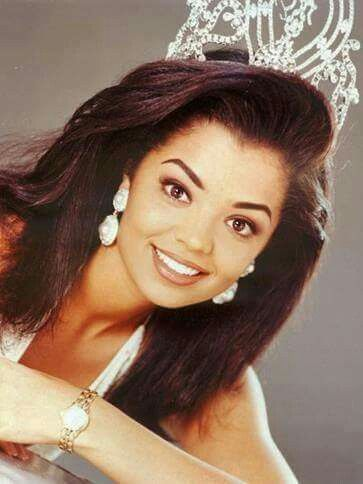 Chelsi Mariam Pearl Smith - USA - Miss Universe 1995