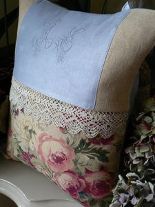 neat vintage looking pillow. Bad blue color, but you get the idea
