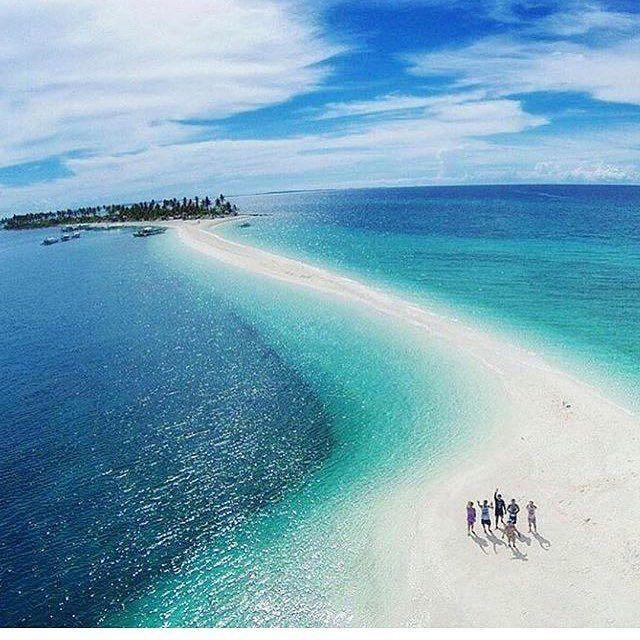 日本からの旅行先として人気になってきたフィリピン・セブ島。セブ島に行ったら必ず訪れるべき島があるのを知っていますか?白い砂浜に青のビーチ、世界でも有数の美しさを持つ「カランガマン島」について紹介します。