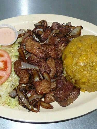 Carne frita y mofongo