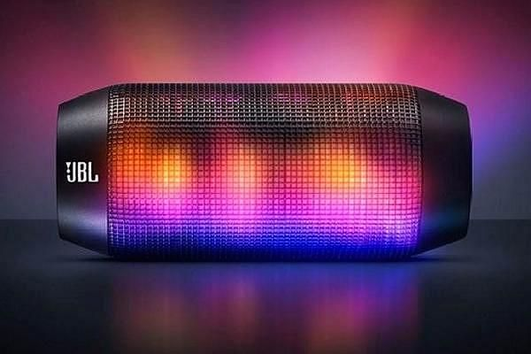 JBL Pulse, the ultimate party gadget?