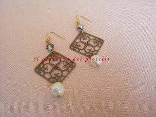 earrings with metal charms, pearls anche crystals