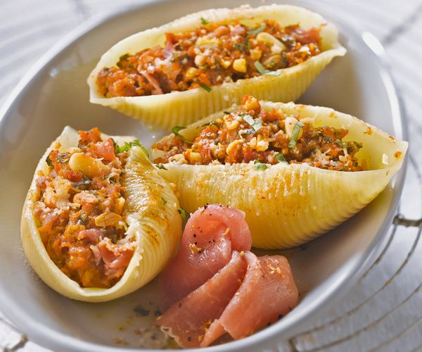 Recette gourmande : Conchiglionis farcis au jambon cru, tomates séchées, pignon et basilic