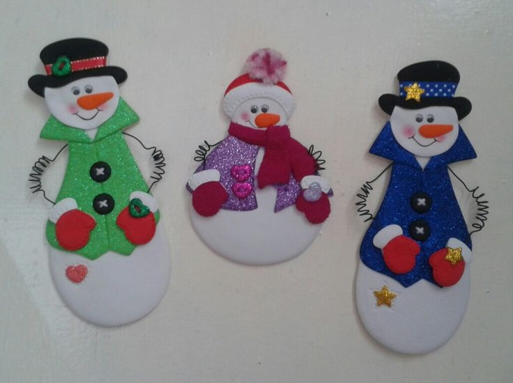 Muñecos de nieve_Imánes para decorar la nevera, elaborados con foamy.