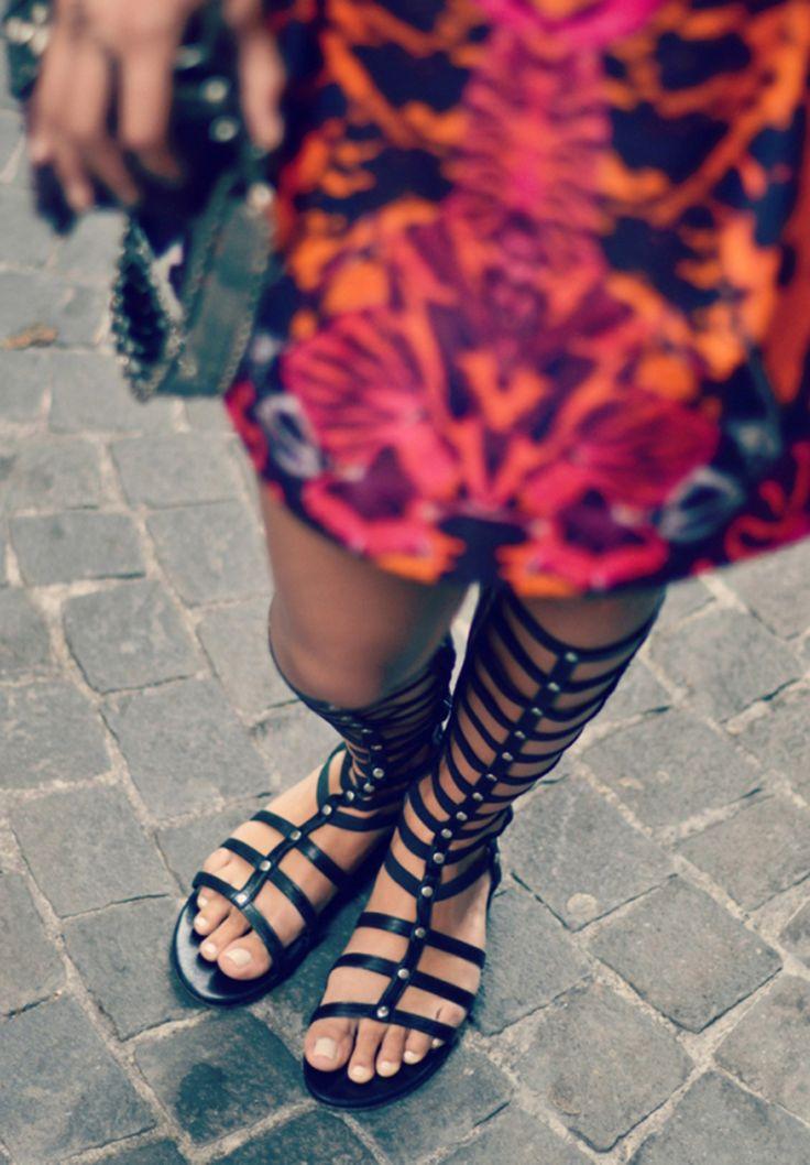 Meninas, eu tinha falado aqui faz muuuuito tempo sobre as gladiadoras/botas que tinham surgido como forte aposta lá na Europa. Ainda era novidade na época, causava um certo choque! Acho que de lá p…