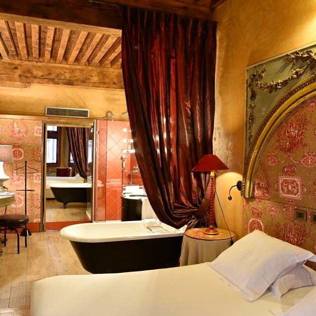Cour des Loges - A hidden sanctuary inside Lyon Old Town where luxury, modern style and timeless charm meet. Thank you @maisonsethotelssibuet it was a truly exclusive escape. #maisonsethotelssibuet#courdesloges#vieuxlyon#lyon#lesloges#étoilemichelin#luxury#hotel#fivestars#feastyoureyes#travelher#travel#travelblog#picoftheday#travelling#traveler#travelblogger#style#travelinstyle#photooftheday#instago#instagood#instadaily#instaphoto#me#like#love