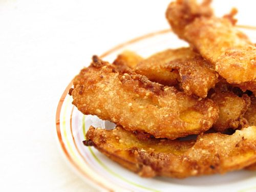 Banana fritters (Kluay Kaek) is an ultimate Thai street sweet snack. The usual scenes of the women selling and deep frying this crunchy treat are the common sights on the busy footpaths or street m...