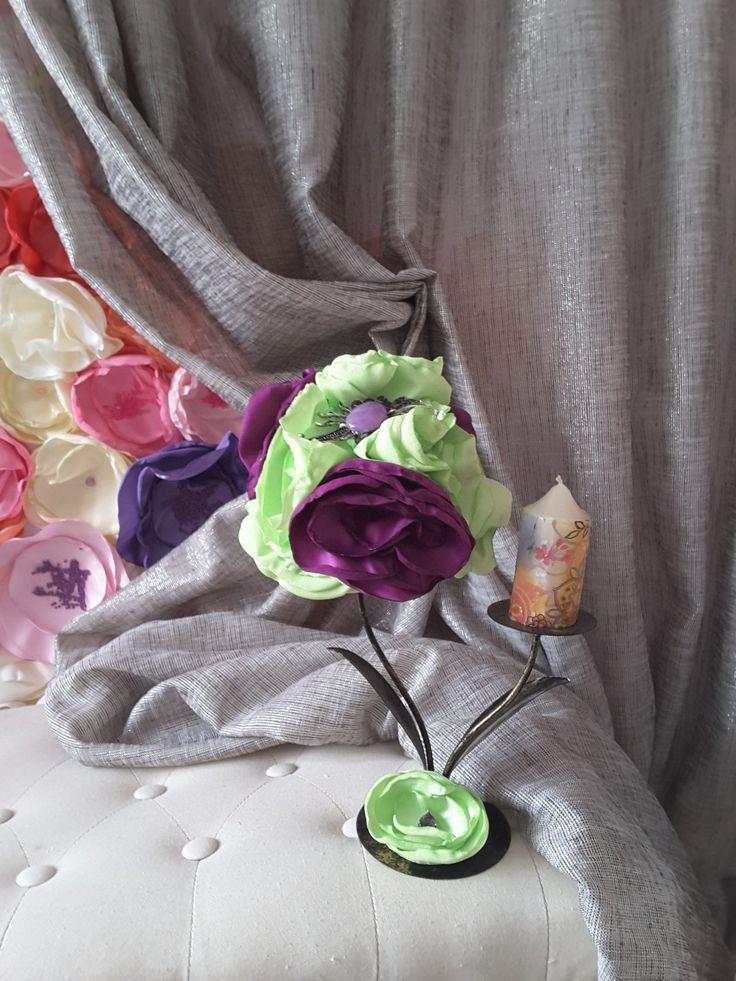 Aranjament flori din satin lucrate manual.
