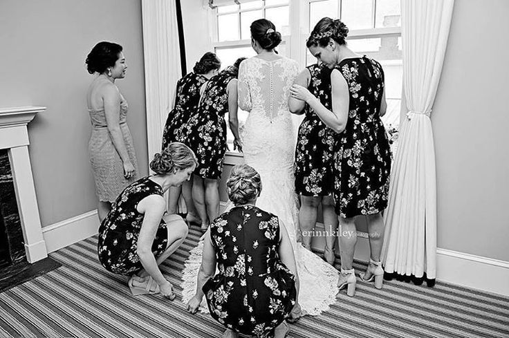 """I always look forward to being a fly on the wall during the """"getting ready"""" part of a wedding day �� {Lisa & Tim 