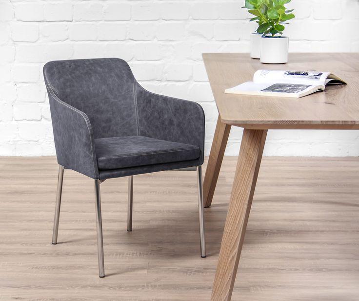 Das neue Modell YOUMA lädt zu ausgedehnten Abenden am Esstisch ein. Aber auch in Hotel-Lobbys und edlen Restaurants macht das formschöne Sitzmöbel eine gute Figur.