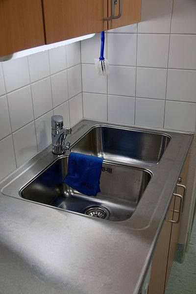 Replacing kitchen sink plumbing may seem like a difficult