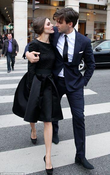 .. täydelliset pikkumustat, maaliskuinen Pariisi ja kainaloon beau  kuten Johannes Huebl. Lisätään listaan ;)  Kuvat: Daily Mail