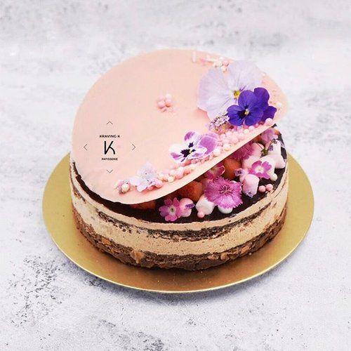 [Hazelnut & Chocolate Gateux] Hazelnut & chocolate Dacquoise, Hazelnut mousseline cream, Hazelnut & valrhona chocolate crunch base seasoned with pink salt , chocolate glaze •••••••••••••••••••••••••••••••••••••••••••••••••••••••Order your cloud cake at www.kravingk.com  +8️⃣5️⃣2️⃣ 9️⃣8️⃣2️⃣2️⃣ 3️⃣9️⃣5️⃣9️⃣